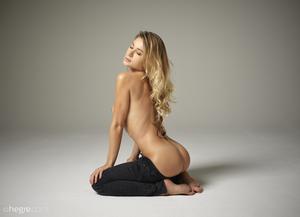 Darina-L.-Black-Jeans--u6s30nty6t.jpg