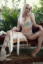 http://img265.imagevenue.com/loc436/th_866877629_GardenBurlesque37_123_436lo.jpg