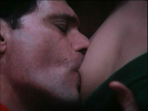 Cristina Marsillach Tony Musante sucking her nipples! Foto 5 (Кристина Marsillach Тони Musante сосал ее соски! Фото 5)