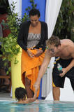 th_48139_Preppie_-_Solange_Knowles_poolside_in_Miami_-_Feb._4_2010_420_122_463lo.jpg