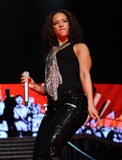 Alicia Keys ( Алисия Кис ) - Страница 2 Th_21892_aliciakeysperformsatmadisonsquaregardentikipetercelebritycity116_123_505lo