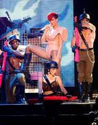 th_54100_RihannaLastGirlOnEarthTourLasVegasUSA17.07.2010_020_122_543lo.jpg