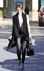 Nov 30, 2010 - Hilary Duff - Out in Studio City Th_65274_tduid1721_Forum.anhmjn.com_20101201075756003_122_593lo